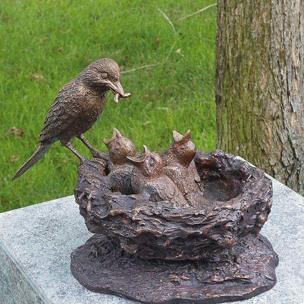 Gartenskulptur »Vogelnest mit Jungen«